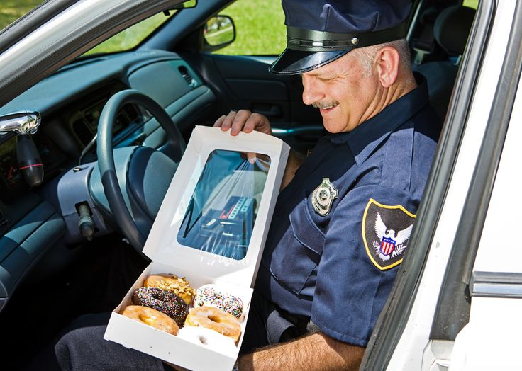Afbeeldingsresultaat voor typical american police officer