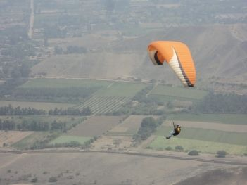 El parapente y el ala delta son un deporte muy practicado en Pachacámac, tiene…