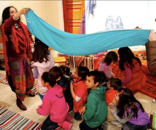 Γιατί τα παραμύθια καλούνται να βρουν μια θέση στα σχολεία; της Ζωής Νικητάκη