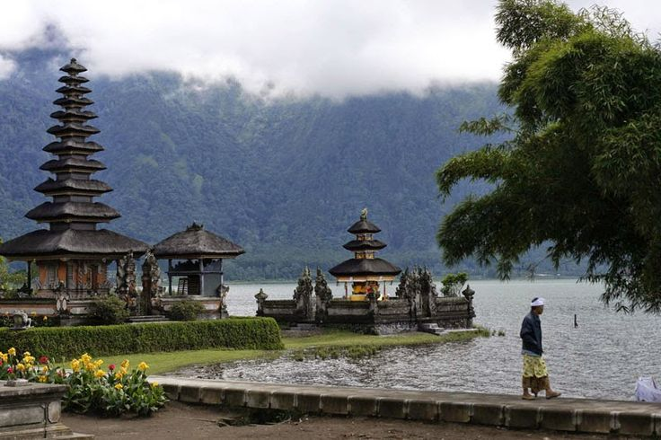 bali indonesia tourism. Bali is a miracle! This is a favorite tourist destination for local and foreign tourists. This beautiful island is famous because it has beautiful beaches, stunning scenery, attractive souvenirs, as well as the charming culture and tradition. Until today Bali is still the number one tourist destination in Indonesia.