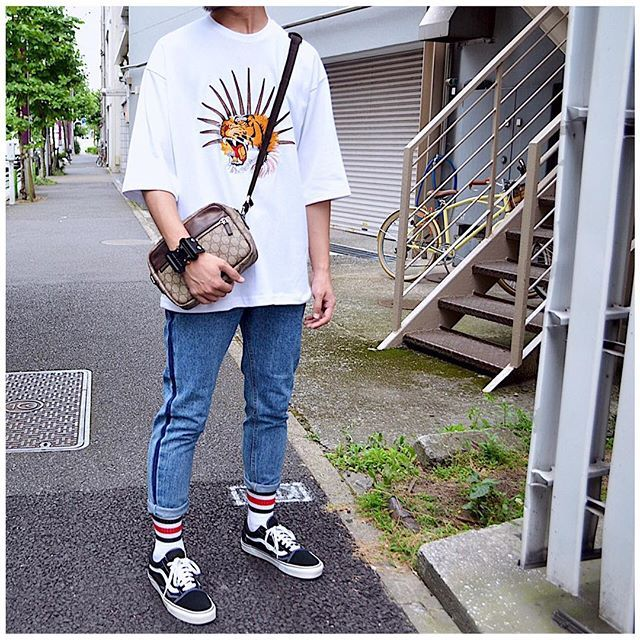 WEBSTA @ stylish_tokyo - 【 HALO TOKYO 】---------------------------------------------------HALO TOKYO 2017SS ホワイト タイガー刺繍 オーバーサイズ Tシャツ EMBROIDERED TIGER TEE / TEE035WH17S¥6,500 (tax)---------------------------------------------------HALO TOKYO 2017SS ブルー サイドライン デニムパンツ SIDE LINE DENIM PANTS /PNT028BL17S¥8,000 (tax)---------------------------------------------------HALO TOKYO 2017SS ホワイト グリーン レッド 3ライン ミドル ソックス 3LINE MIDDLE SOCKS / ACC011WGR17S¥1,000…