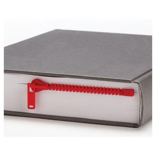 Esta es un original manera de marcar las páginas de tu libro: una vistosa cremallera de color rojo, nada discreta, que no pretende pasar desapercibida. Todos descubrirán una forma diferente de cerrar una obra.