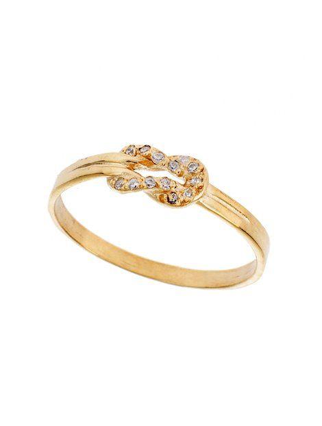 Δαχτυλίδι Χειροποίητο Χρυσό 14 με Ζιργκόν Αναφορά 020026 Δαχτυλίδι χειροποίητο από Χρυσό 14Κ σε κίτρινο χρώμα στο οποίο η επεξεργασία του είναι ματ. Το δαχτυλίδι είναι στολισμένο με ημιπολύτιμες πέτρες (ζιργκόν) σε λευκό χρώμα.