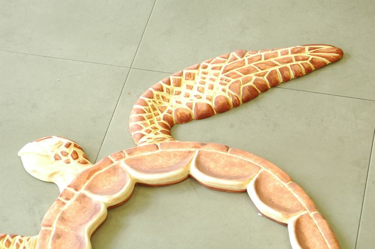 The brown scales has been made with several browns, so to create a texture within the details.