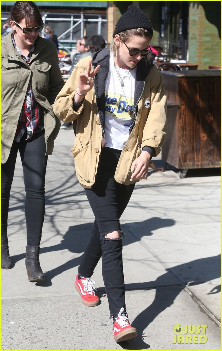 Kristen Stewart Holds Girlfriend Soko's Hand for NYC Outing