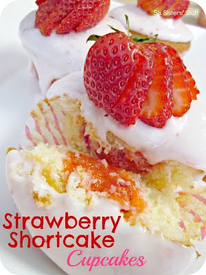 Strawberry Shortcake Cupcakes from SixSistersStuff.com.  Vanilla cupcakes filled with strawberry gelee and topped with strawberry marscapone frosting! #recipes #cupcakes: Strawberry Shortcake Cupcake, Vanilla Cupcakes, Cupcake Recipes, Shortcake Cupcakes, Cupcakes Fillings, Cupcakes Recipes, Six Sisters Stuff, Strawberries Gele, Strawberries Shortcake