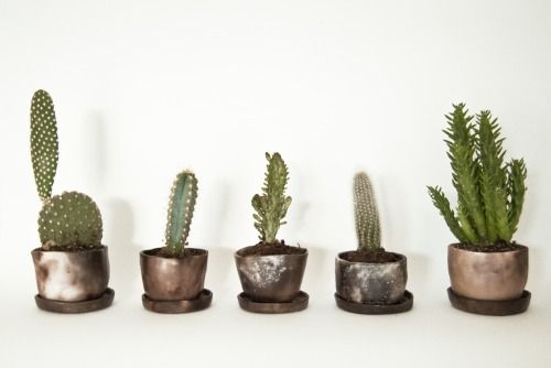 Smoke fired mini planters by Josefin Bergström