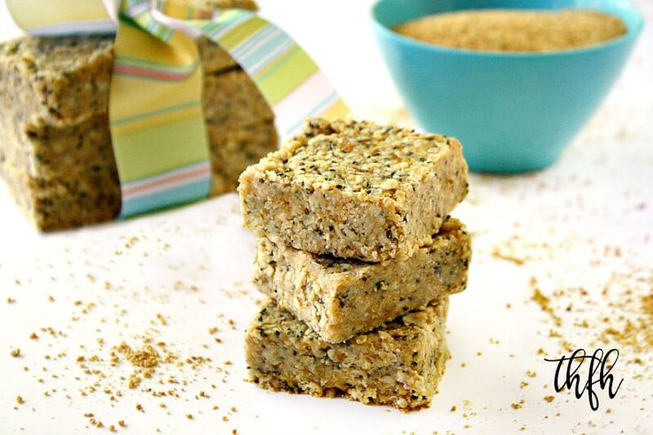 Clean Eating No-Bake Raw Hemp and Chia Seed Bars | The Healthy Family and Home