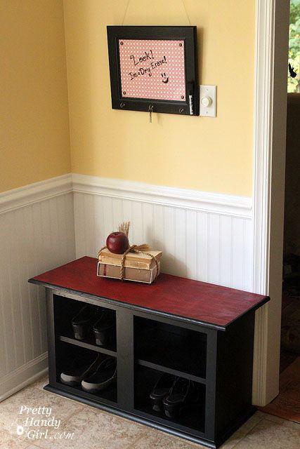 Cómo hacer un banco de almacenamiento de calzado de un Habitat ReStore Gabinete de pared - Bastante práctico de chicas