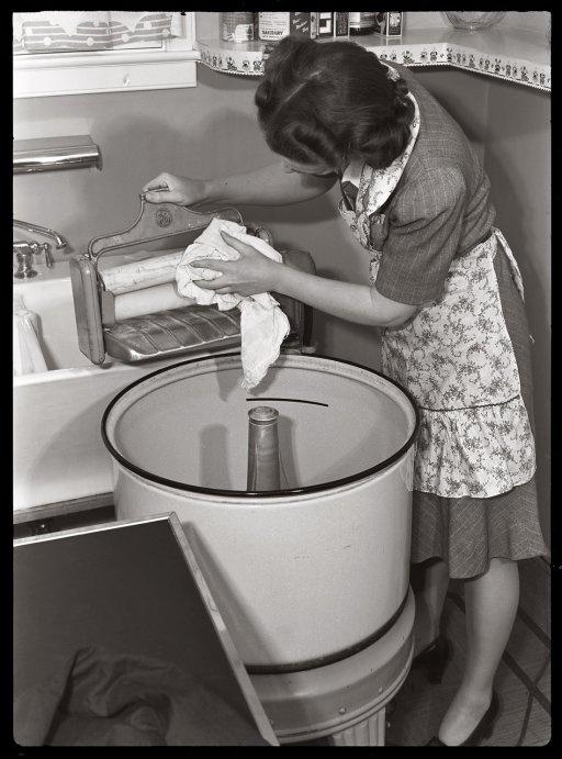wash day, 1942
