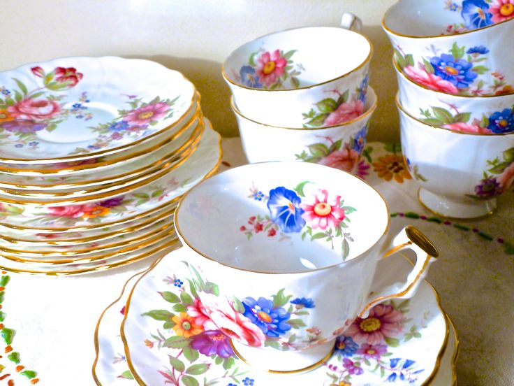 18 Pieces Aynsley England Bone China Tea Cup Trio Fl Pattern Circa 1939 110 At