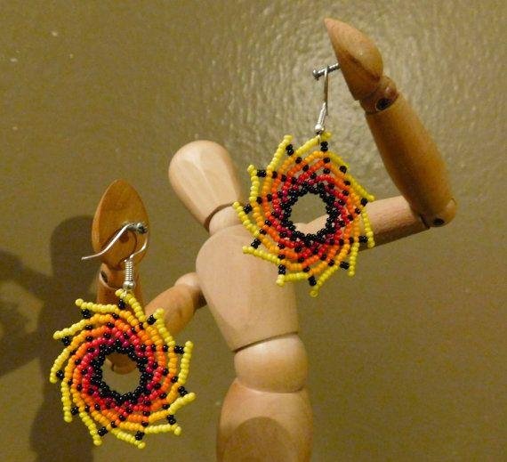 Hermoso y único Huichol mexicana remolino por TheArtisanalHipster