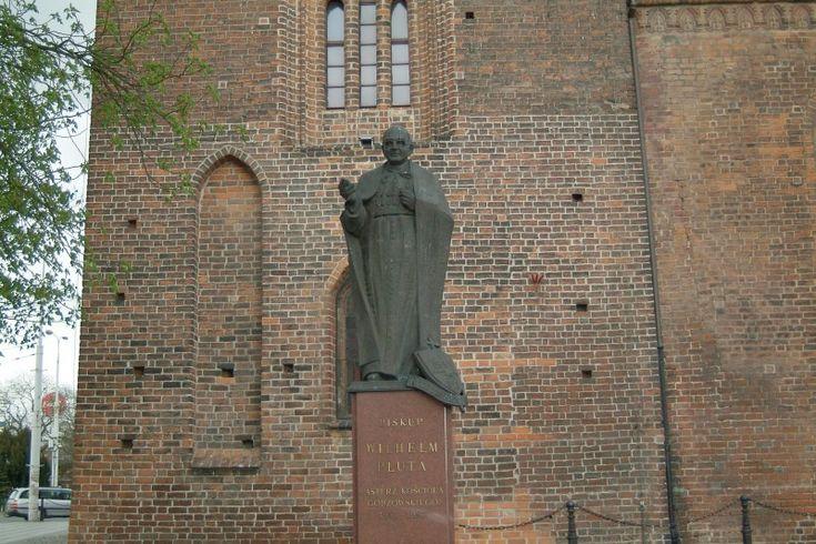 Pomnik biskupa Wilhelma Pluty w Gorzowie