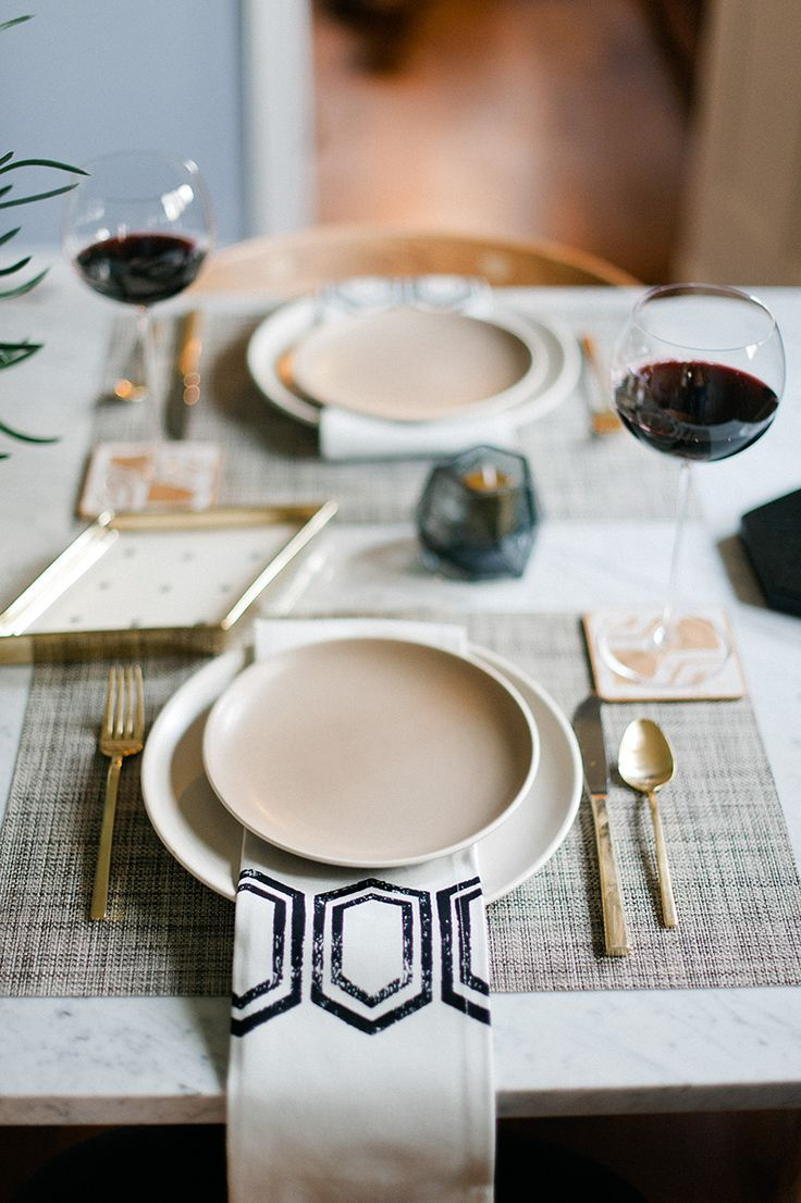 Love the place setting style.