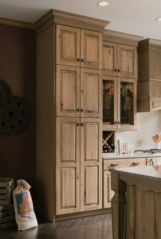 Husk stain with distressed technique. Available on Birch, Cherry, Hickory, Maple and Oak door styles.