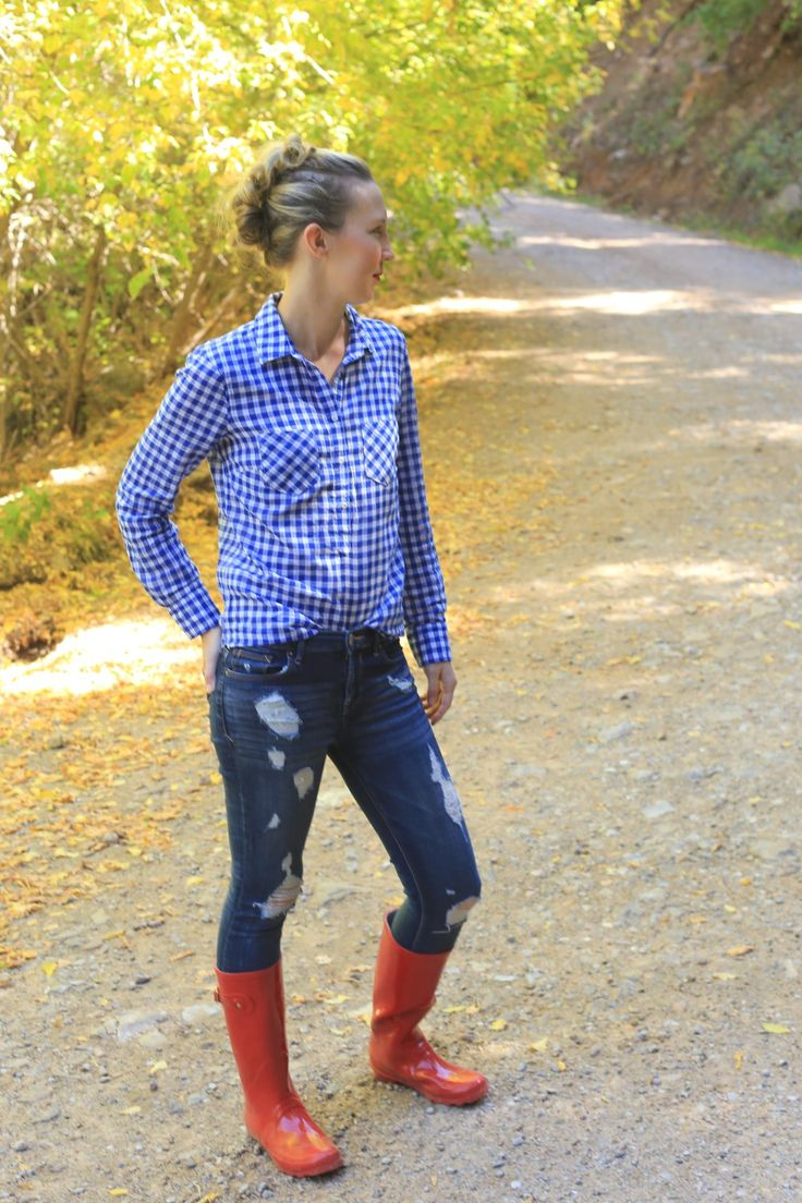 casual fall outfit ideas gingham shirt distressed denim jeans red rain boots faux hawk hairstyle http://www.amodernmomblog.com/2016/11/family-hike/