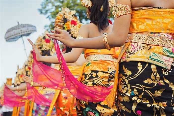 Batam Art and Culture Performance event attracts foreign tourists According to recent data, 60 percent of foreign tourists who visited Indonesia were interested in the country's culture, 35 percent came for its ... It only takes 40 minutes by ferry to travel to Batam. (kes)