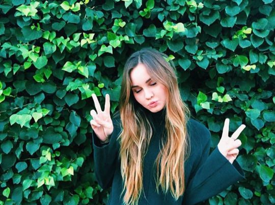 {fc: liana liberato} Heyyo! I'm Emily! I'm 16 and I gotta big bro, Will. I have pistanthrophobia, or the fear of trusting someone. So, believe it or not, I can make people trust me with a few words, and vice versa, it's quite suckish...