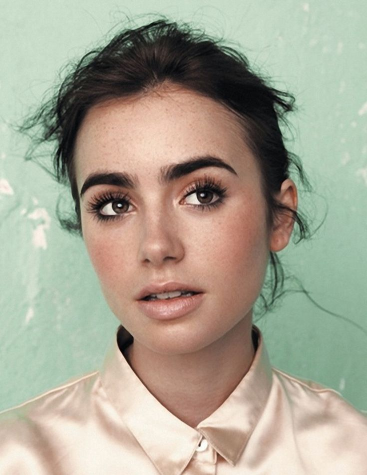 What Does 'On Fleek' Look Like In 2017? - Lily Collin's Beautiful Simple Nude Spring MakeUp Palette With Buttoned Up Pink Silk Shirt