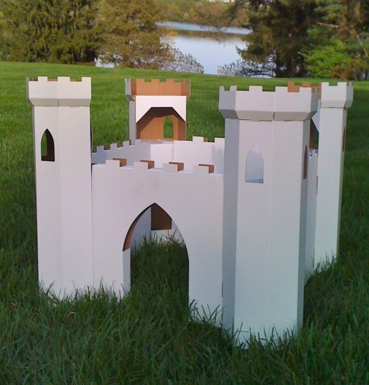 Cardboard castle playhouse plans woodworking projects for Outdoor playhouse designs