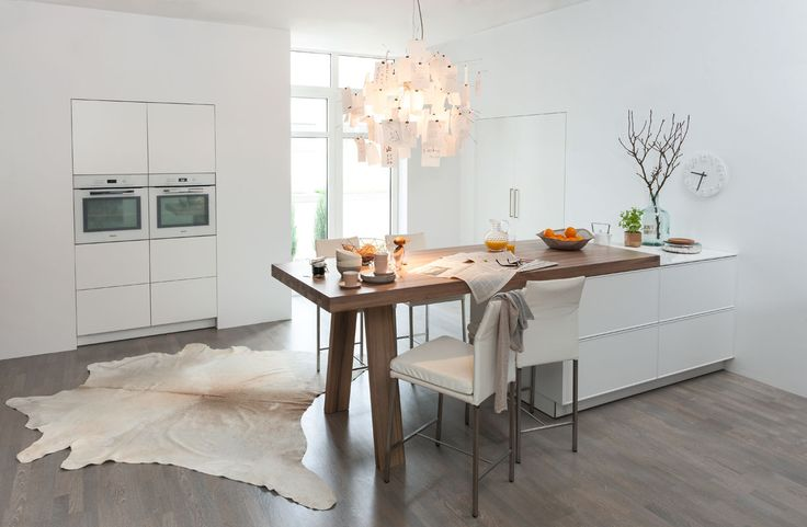 Great Enrichi d uune table en bois qui se fond ou contraste avec le plan de