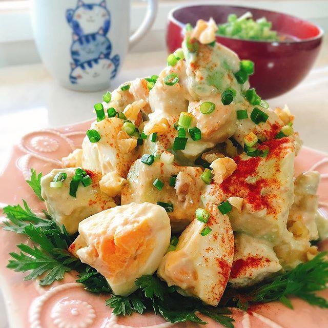 misumisu0722#蒸し鶏とアボカドの胡桃サラダ。 recipe→http://blogs.yahoo.co.jp/chyoko19/69216720.html * Walnut salad of chicken and the avocado. 酒蒸しした鶏胸肉とアボカド、ゆで卵、胡桃を柚子胡椒と豆乳ヨーグルトで和えたサラダです 胡桃が油脂なのでマヨ和えはやめましたが、マヨ和えのががっつり味で良かったかも? * #chicken #avocado #walnut #アボカド #くるみ #おうちごはん #クッキングラム #春の朝ごはん #Foodie #くるみスタイル #クッキングラムモニター  #salad #糖質制限 #断糖肉食 #MEC食 #lowcarbo #低糖質 #IGersJP #foodpic #foodblog #foodlover #instafood #foodporn #instafoods #foodstagram #KURASHIRUレシピ #KURASHIRUFOOD #暮らし #instagramjapan