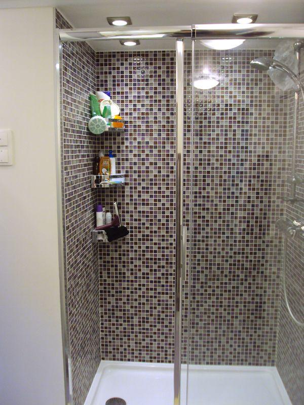 Création d'une salle de bains (Paris 10) rue du Faubourg Saint Denis    Réfection de la plomberie.  Réfection de l'électricité.  Création d'un faux-plafond à 2 niveaux pour insertion des spots.  Installation d'une VMC à double flux. Création d'un espace douche en mosaïque.  Spots d'éclairage dans la douche.  Installation des porte-accessoires.   Pose de toilettes suspendues. Bâti support bas