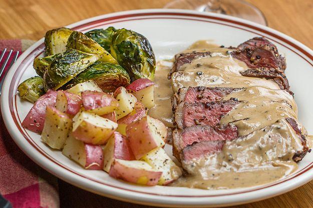 Aprenda a fazer o steak au poivre: | Aprenda a fazer o steak au poivre, um prato clássico da culinária francesa