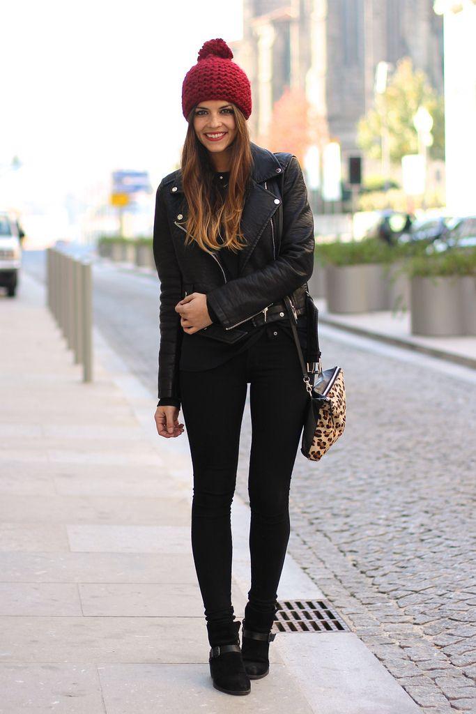 trendy_taste-look-outfit-street_style-fashion_spain-moda_españa-AW13-black_jeans-vaqueros_negros-leather_jacket-chaqueta_cuero-vince_camuto-black_booties-leo_handbag-bolso_leopardo-springfield-black_top-top_negro-burgundy_beanie-gorro_granate-polaroid-9