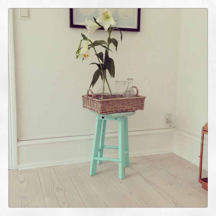 Mint stool, wooden tray, flowers, Diy