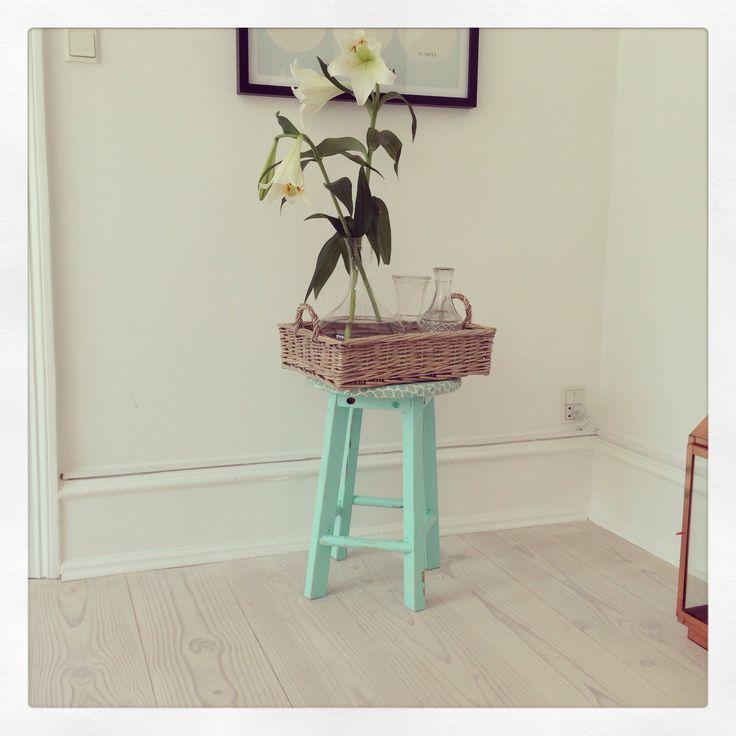 Mint stool, wooden tray, flowers, Diy