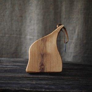 Tocător pentru bucătărie - platou de servire a branzeturilor, aperitivelor sau a pestelui. Unicate realizate din lemn solid, handmade by Loved Things Studio.