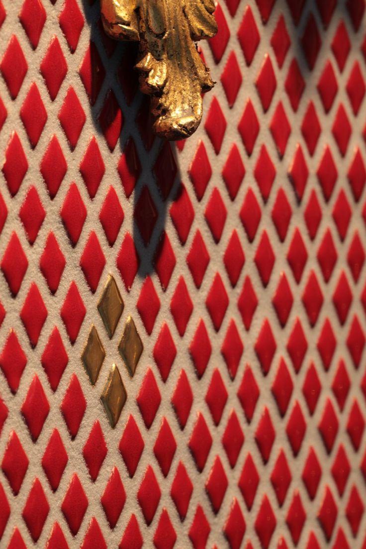 Rhumbus - Rhumbus è il mosaico d'eccezione. La sua pregevole qualità è stata ottenuta con la pressatura dell'argilla e con smalti di straordinaria intensità. Rhumbus è proposto in una tavolozza di 12 colori.