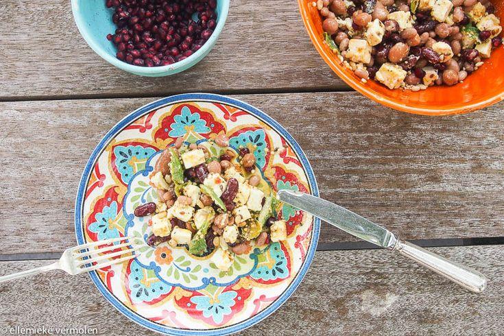 Dit is een heerlijke, goede salade voorvegetariërs. Bruinen bonen bevatten veel calciumen ijzer. Er zit ook een beetje vitamine B1 …