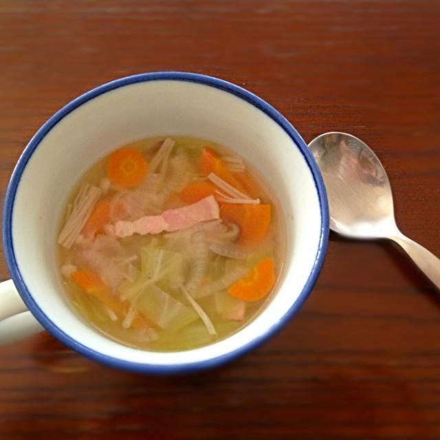 お味噌がなくてお味噌汁が作れなかったので変わりに野菜たっぷりコンソメスープ♡ お昼ごはんにも最適♪(´∀` ) - 48件のもぐもぐ - 野菜たっぷりコンソメスープ by aicolin