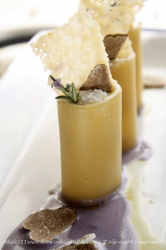 Paccheri ripieni di ricotta e tartufo bianco d'Alba su crema di patate viola