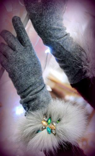 Χειμερινά γυναικεία γάντια στολισμένα με γούνα και κρύσταλλα  http://handmadecollectionqueens.com/χειμερινα-γυναικεια-γαντια-με-γουνα  #handmade #fashion   #gloves   #accessories    #storiesforqueens   #women