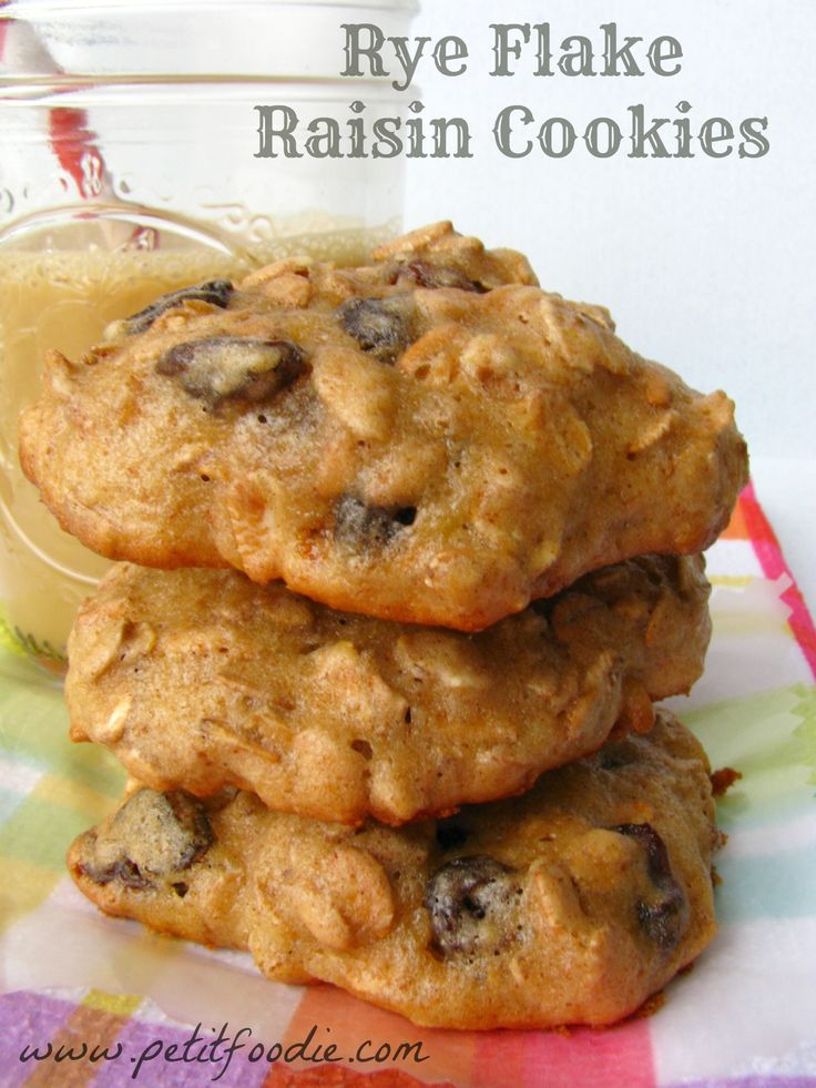 rye flake raisin cookies www.petitfoodie.com