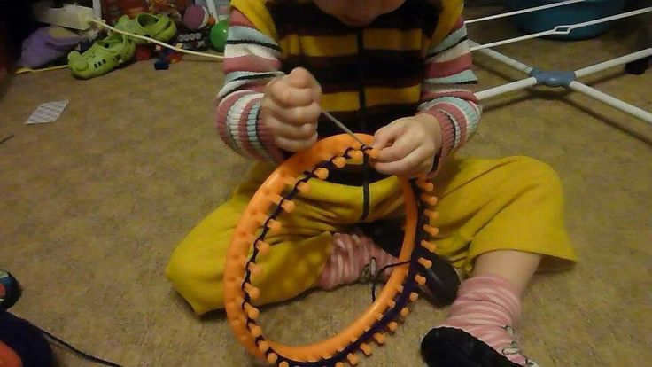 Lánykám (3,5 éves) kötni tanul. 2014.12.18.