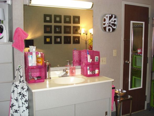 Cute vanity decorations for your bathroom vanity for Cute dorm bathroom ideas