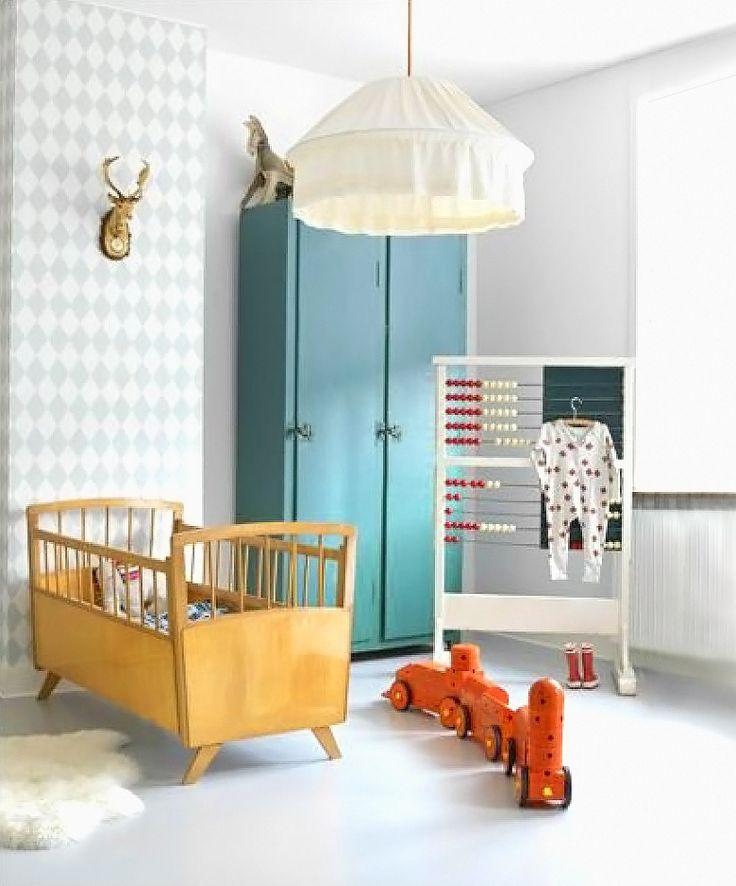 #Vintage #ledikantjes Een #ledikantje met een #vintage look geeft de babykamer gelijk een heel ander uiterlijk. Vooral als het ledikantje een leuke knalkleur heeft!