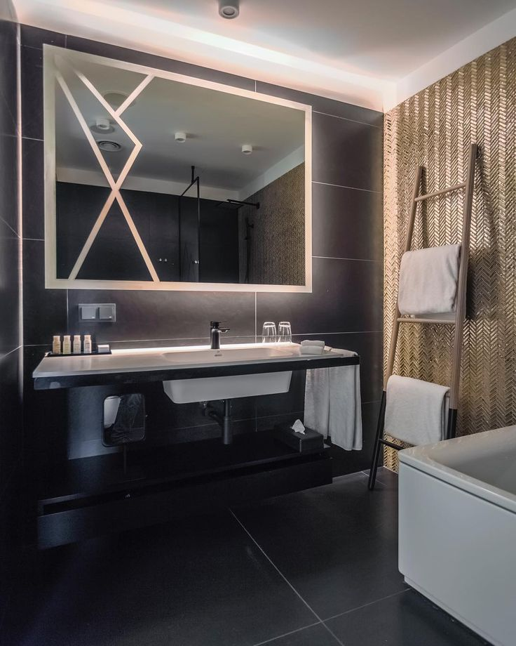 Make your new SPAbathroom experience in the new @hotelindigo.warsaw!!! Designed by #2kulproject captured by @piotrgesicki #interiorphotography #interiordesign #bathroom #spa #luxurylife #gold #black #instadaily #design #diseño #hotel #interiorarchitecture #holidays #weekend