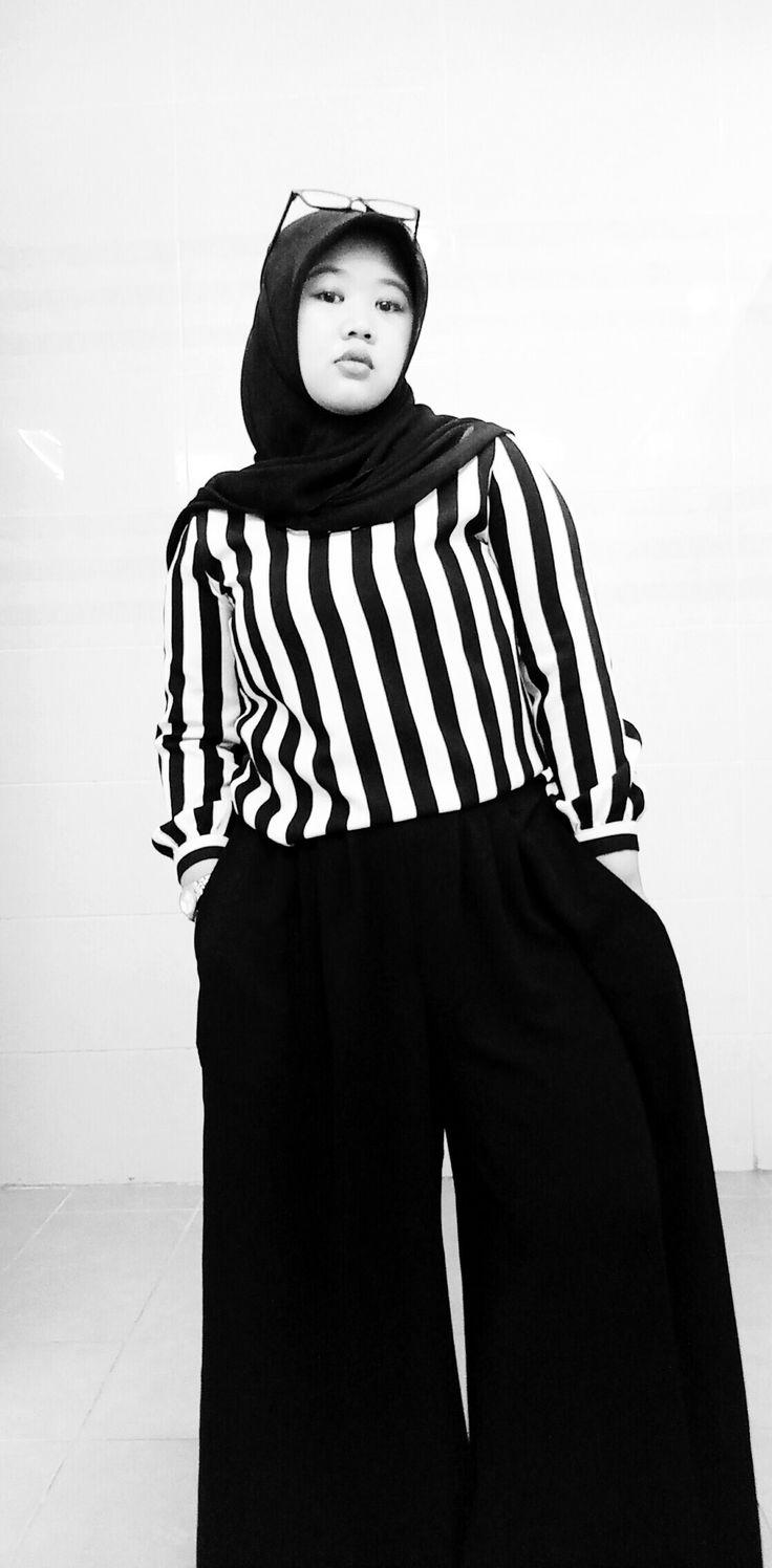Big size...  #blackonblack #blackandwhite #hijab #HOTD