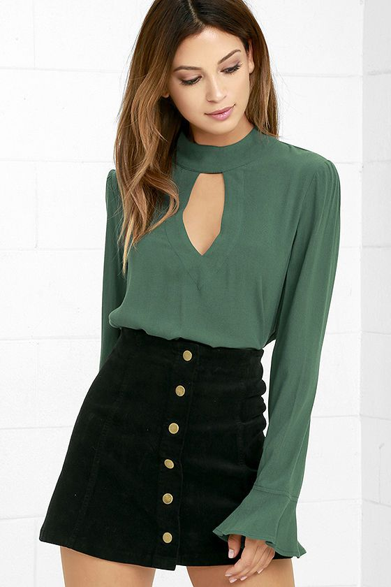 Imagine our excitement when we discovered the Dreamy Darling Forest Green Long Sleeve Top! This chic woven top has a mock neck (with two back button closures), a cutout neck and back, plus long sleeves with ruffled cuffs. Slightly cropped bodice has short side slits.