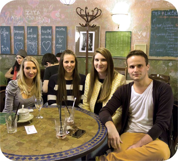 Blogger meeting @ Mozaik (Vivi, Festy in Style, Maggie Beautyjunkie, Gaba)  http://www.budapestwithus.hu/blogger-kerekasztal/