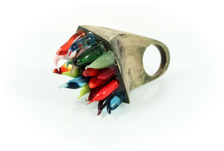 Soft ring, walnut wood/Murano glass, 5,5 cm. www.leontinpaun.ro Buy online - www.fine-art.ro