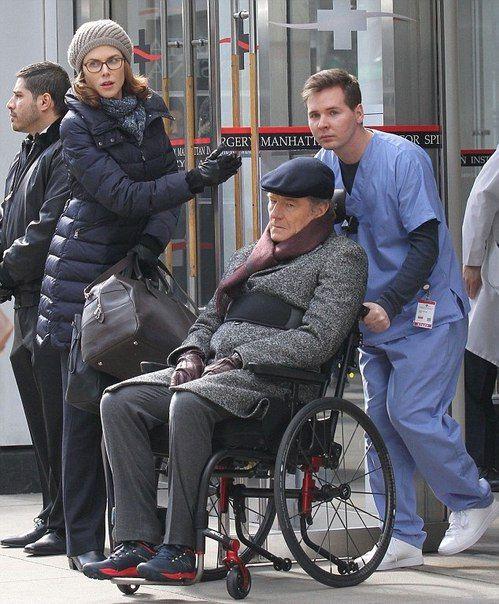 Брайан Крэнстон и Николь Кидман на фотографиях со съемочной площадки «Неприкасаемых» – американского ремейка популярной французской комедии «1+1». Компанию Кидман и Крэнстону составит Кевин Харт.