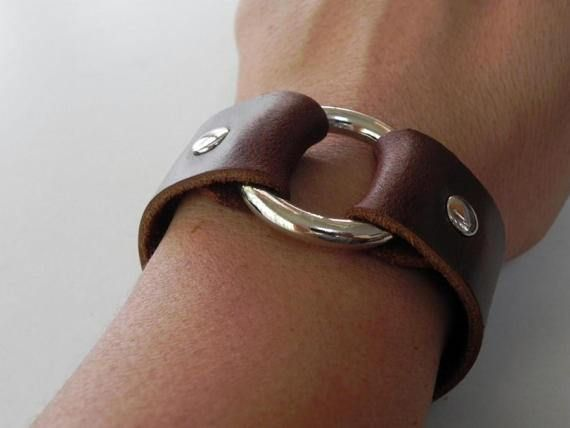 Material genuine oil leather wide 1 Metal O ring silver tone 1 1/2 diameter  Approximately measurement Bracelet wide 1 inch Fit for wrist 6.5 - 7.5 inches (by adjust button)  Colors of items may slightly difference from as you seen in your computer. (depend on monitor setting)  I shall send packages via registered airmail international post, will take time around 10-18 days to United State, Canada and Europe. Please note that shipping times will vary depending on your location.  Thanks f...
