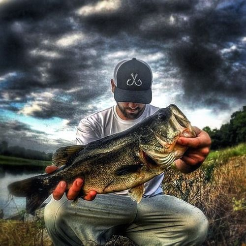 Team Filthy Pro-Staff @jaynantz with a nice 5lb short & stubby bass thats patiently waiting to hit his growth spurt before his Senior Year stretch out big fella! Jay headed back to some old stomping grounds and his go to spot for this one. We all have that one spot that there is something about it and always pulls you back. Whether its convenient always produces not heavily populated or youre just comfortable with it. This guy was caught with a Cinnetic Reel @cinneticfishing and rebel pop-r…