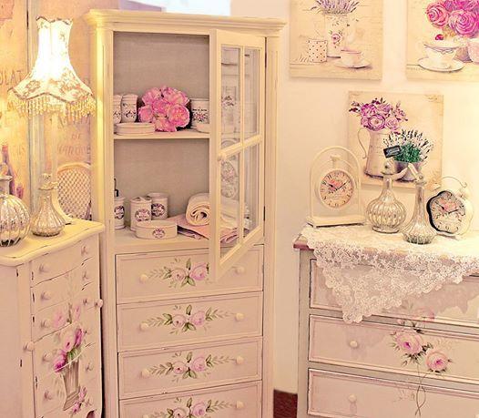 Colecția de mobilier romantic Roses